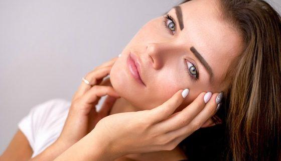 Oczyszczanie twarzy musi być delikatne, bo inaczej wypryski na twarzy powrócą.